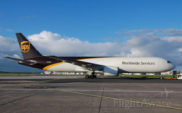 BOEING 767-300 (N394UP)