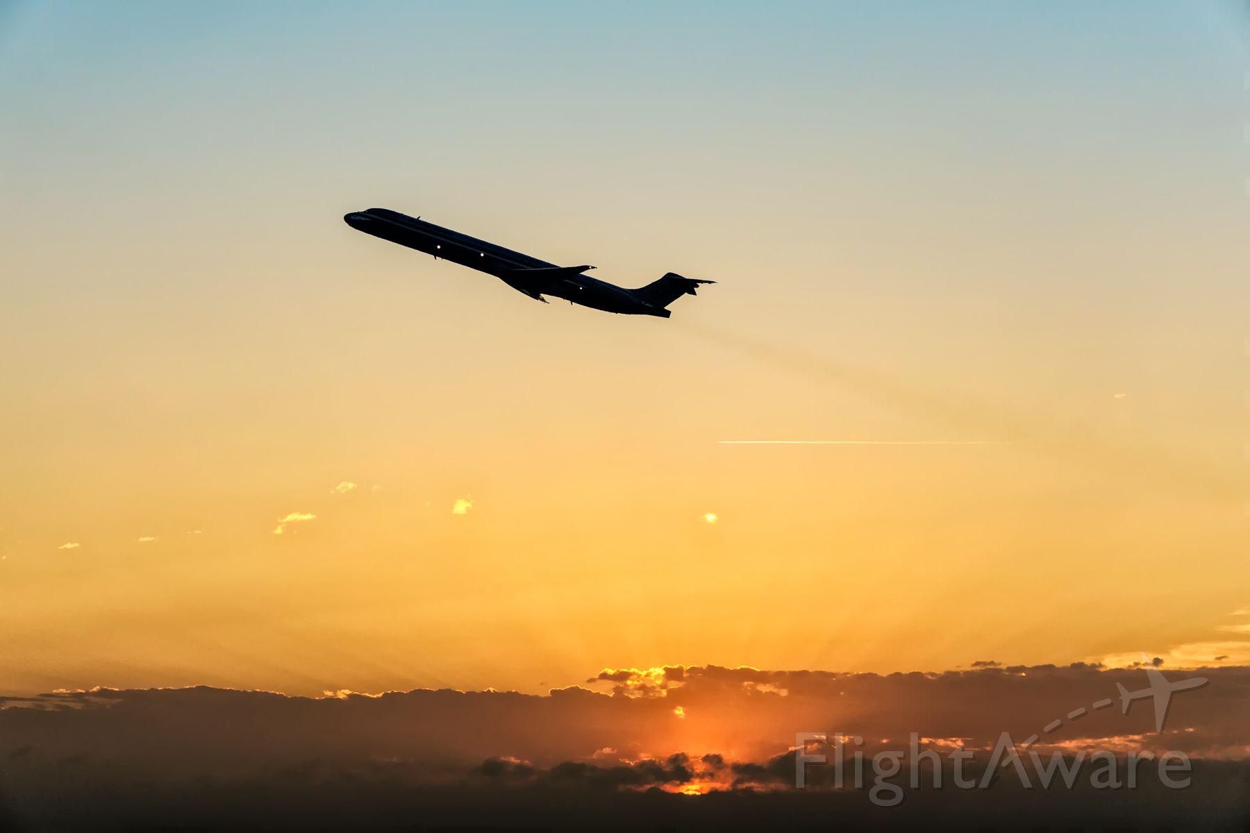 McDonnell Douglas MD-80 —