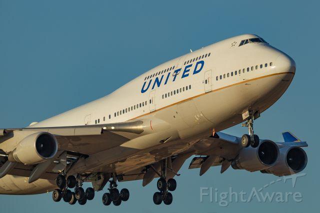Boeing 747-400 (N122UA)