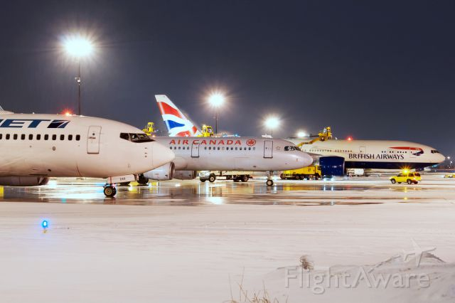 Boeing 737-700 (C-FIWJ) - 3 in a row de-icing.