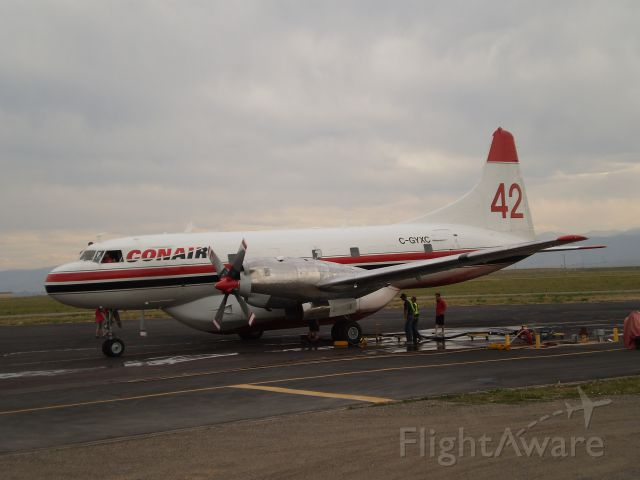 CONVAIR CV-580 (C-GYXC) - Slurry Bomber - Loading up for the next run on the High Park Wildfire in Northern Colorado