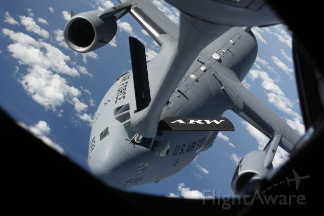 — — - C-17 approaching a KC-135