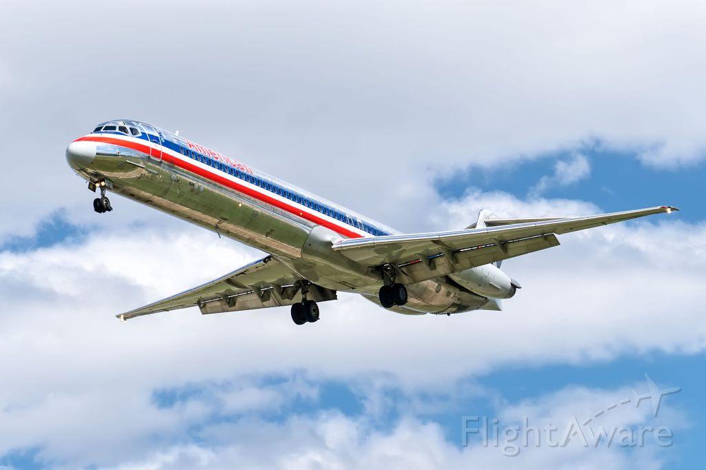McDonnell Douglas MD-80 (N434AA)