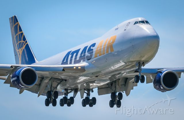 BOEING 747-8 (N854GT) - On final approach KMIA RWY 9<br />N854GT <br />B748 CN:37566 <br />GTI5219 UIO-MIA <br />2017-05-03 KMIA RWY 9