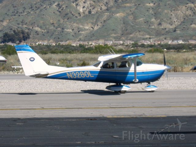 Cessna Skyhawk (N3280L) - At Redlands Muni