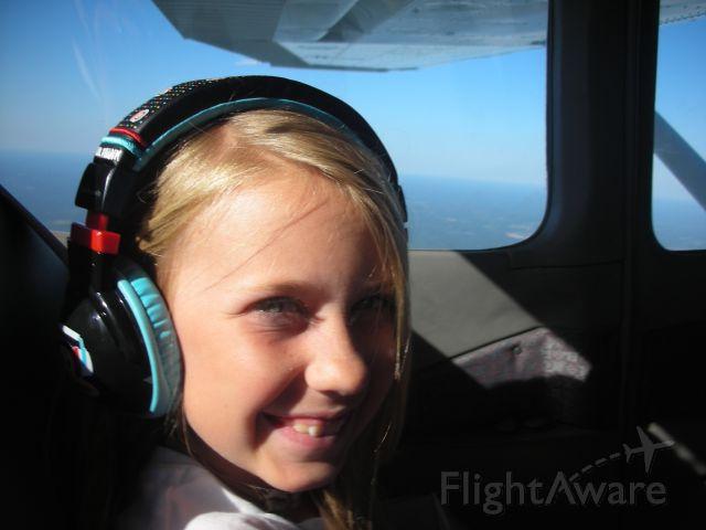Cessna Skylane — - Lainey headed to the beach