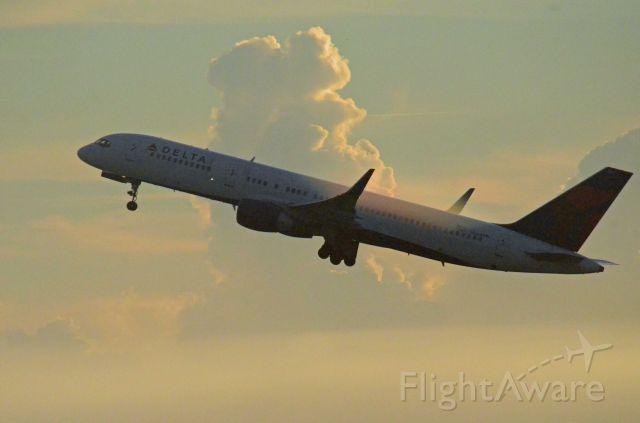Boeing 757-200 (N664DN) - Imaged on 10/7/12