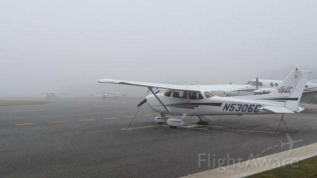 Cessna Skyhawk (N53068) - Too foggy to fly