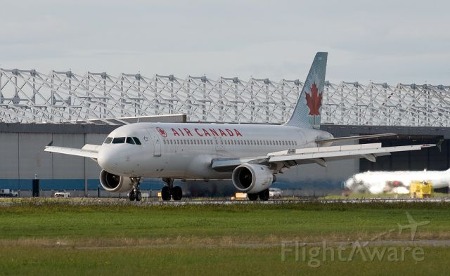 Airbus A320 (C-FFWI) - Landing runway 24L