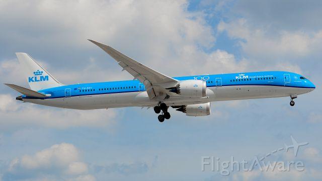BOEING 787-10 Dreamliner (PH-BKF)