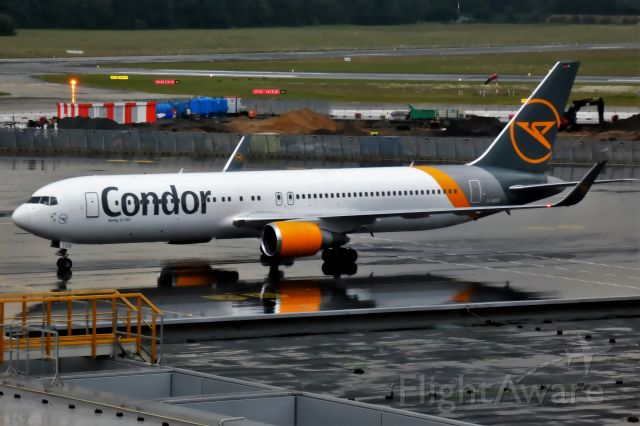BOEING 767-300 (D-ABUS)