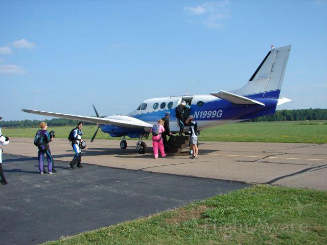 N1999G — - King air loading skydivers at KFYJ