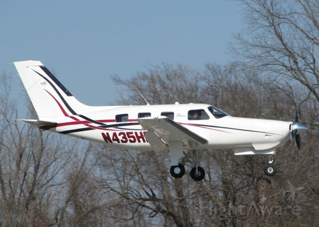 Piper Malibu Mirage (N435HP) - Landing on 14 at the Shreveport Downtown airport.