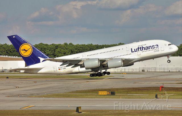 Airbus A380-800 (D-AIMA) - Departing 15L