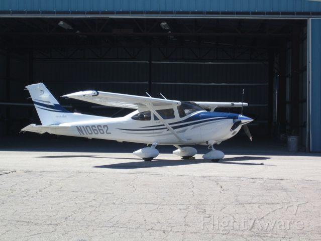 Cessna Skylane (N10662) - Taken on the ramp at Leadville, Colorado