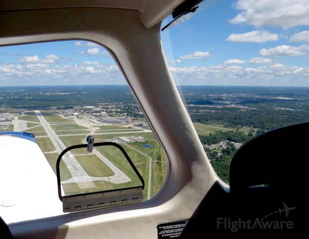 Piper Cherokee (N28AU) - Flying with the Piper Archer TX on the downwind leg for a touch and go on rwy 36 of KSBN