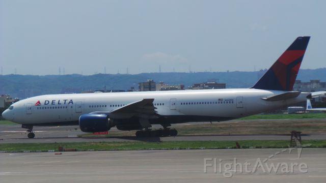 Boeing 777-200 (N862DA)