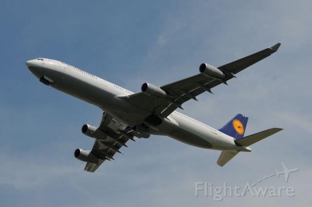 Airbus A340-300 (D-AIGM)