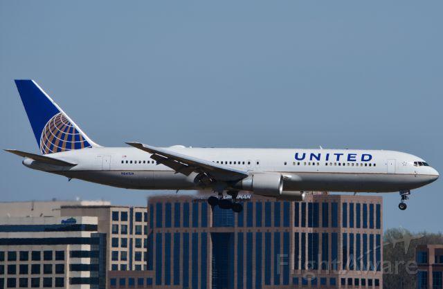 BOEING 767-300 (N641UA) - Landing RWY 19L