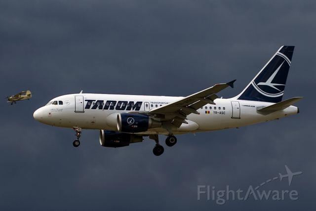 Airbus A319 (YR-ASC)