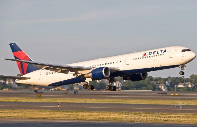 BOEING 767-400 (N843MH) - B767-400ER Delivered 01/02/2002