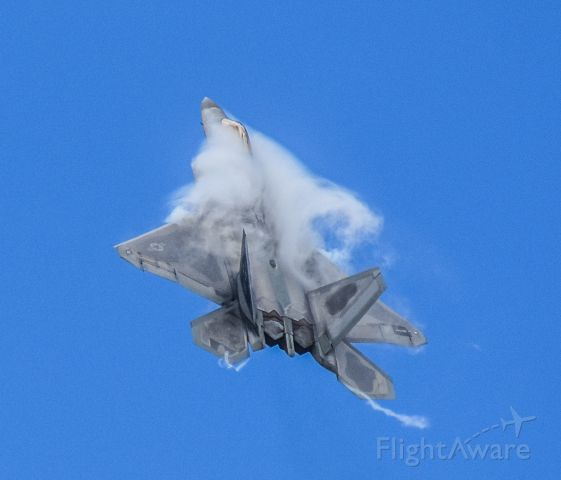 Lockheed F-22 Raptor —