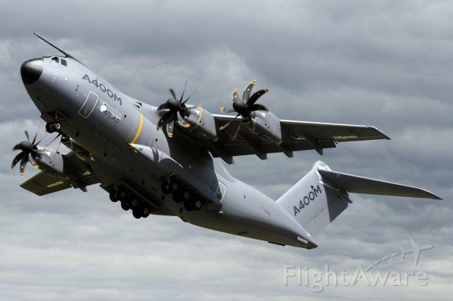 AIRBUS A-400M Atlas (F-WWWZ) - Airbus Military A400M, departs Farnbough Air Show.