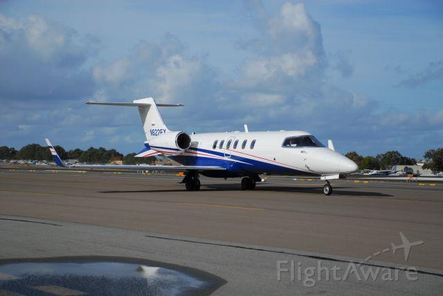 Learjet 40 (N622FX)