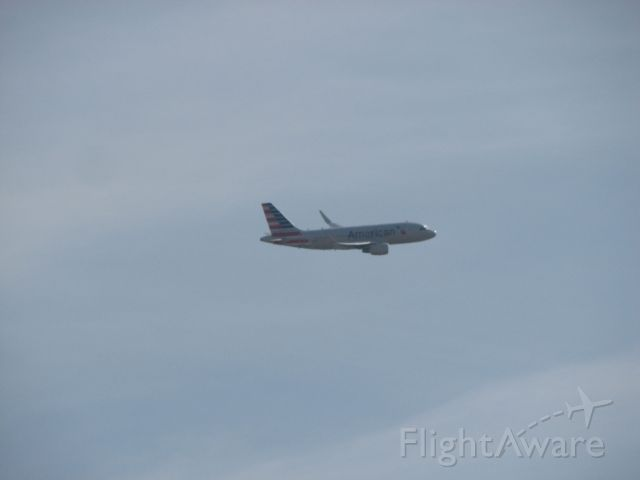 Airbus A319 (N8001N) - American Airlines flight 971 arriving from Eagle, CO