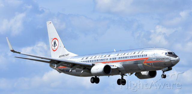 Boeing 737-700 (N951AA) - ASTROJET
