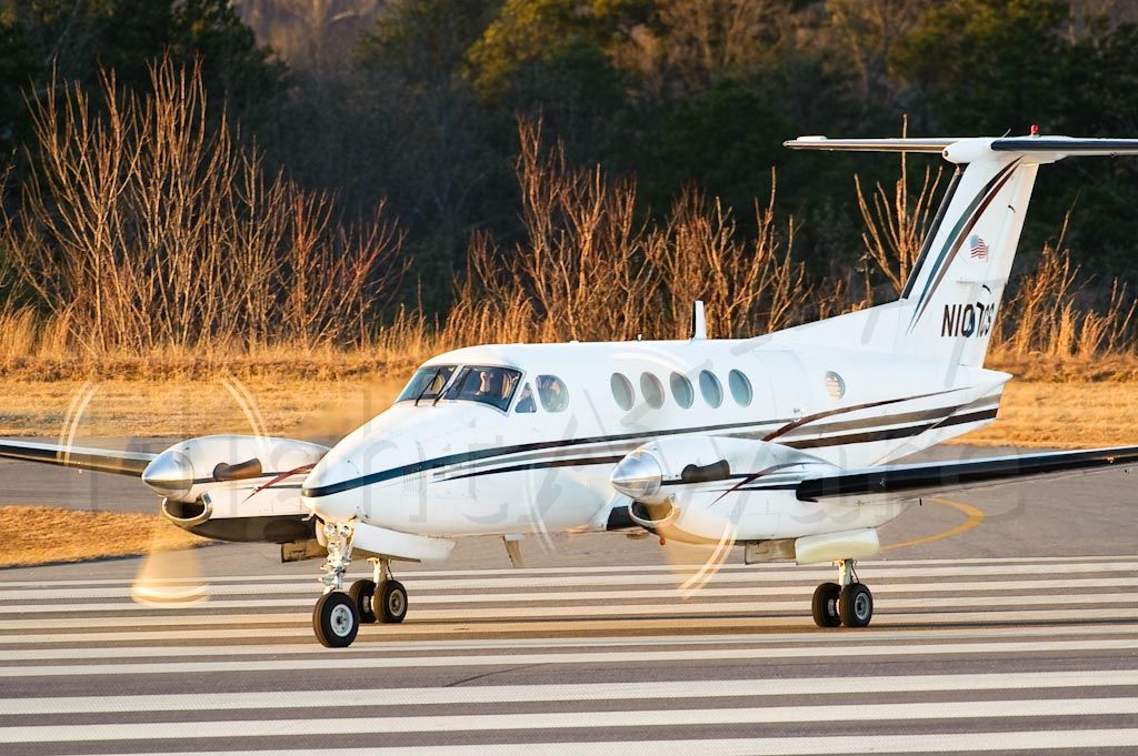 Beechcraft Super King Air 200 (N101CS) - Cleared for take off on 24. 01/15/10