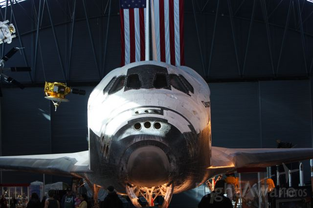 — — - Discovery at Smithsonian Air and Space Museum Udvar-Hazy Center