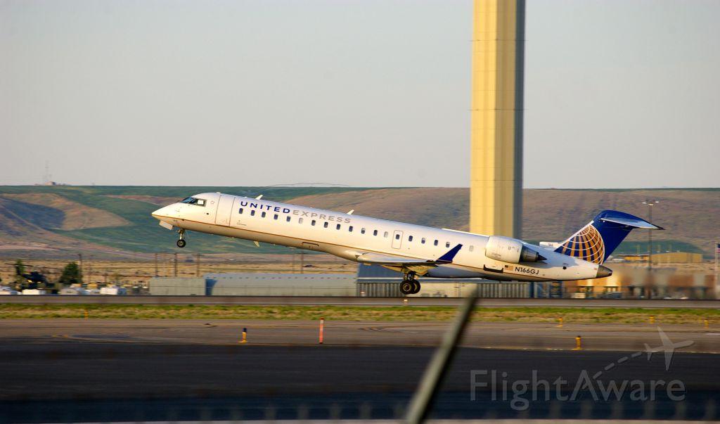 Canadair Regional Jet CRJ-700 (N166GJ)