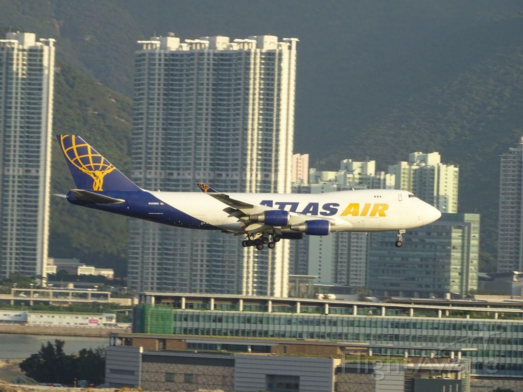 Boeing 747-400 (N499MC)