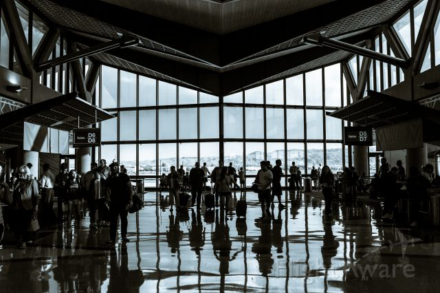 — — - End of the D terminal at KPHX, on 14 August 2014