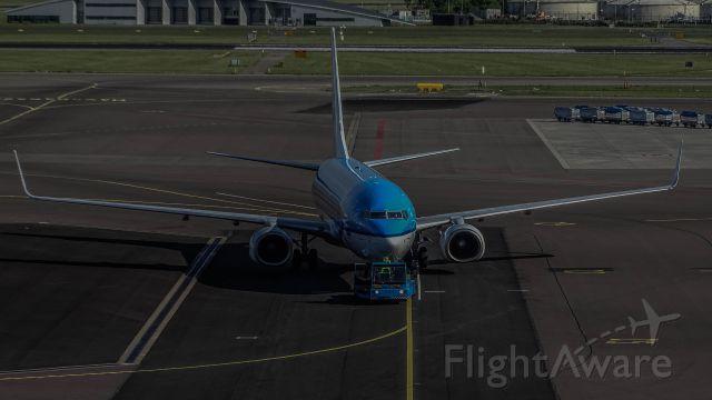 Boeing 737-800 —
