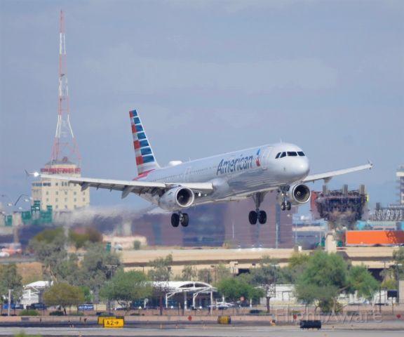 Airbus A321 (N537UW) - Phoenix Sky Harbor International Airport arrival rwy 08 09SEP19
