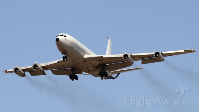 """Boeing 707-300 (IAF250) - 12/05/2020: This was a big surprise: while waiting for other plane, all of a sudden heard the 4 engines roar of this Israeli A/F air-born refueling Boeing approach the #12 runway.<br />It did not land, made the final and climbed before touching the runway, just an exercise of """"low approach"""", in my humble opinion."""