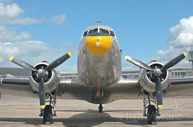 Douglas DC-3 (F-AZTE)