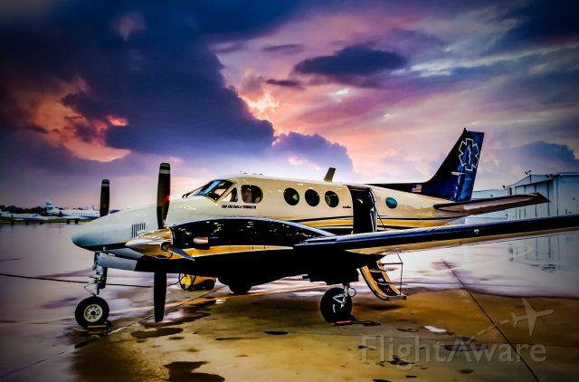 Beechcraft King Air 90 (N813JB) - DAL, SUNSET, BUSINESS JET CENTER