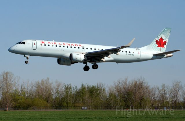 Embraer ERJ-190 (C-FHJU)