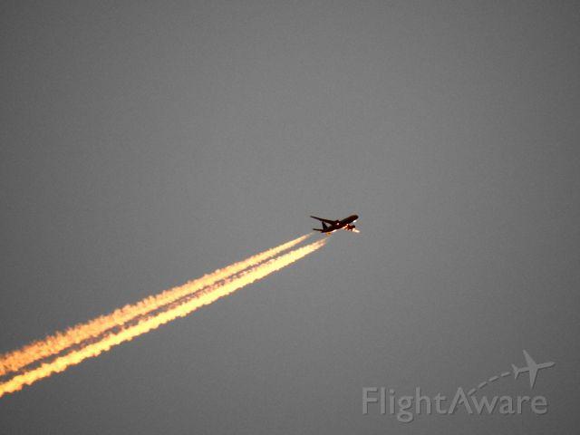 Boeing 777-200 (N77019) - UAL880 IAH-LHR