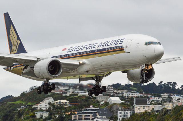 Boeing 777-200 (9V-SRM)
