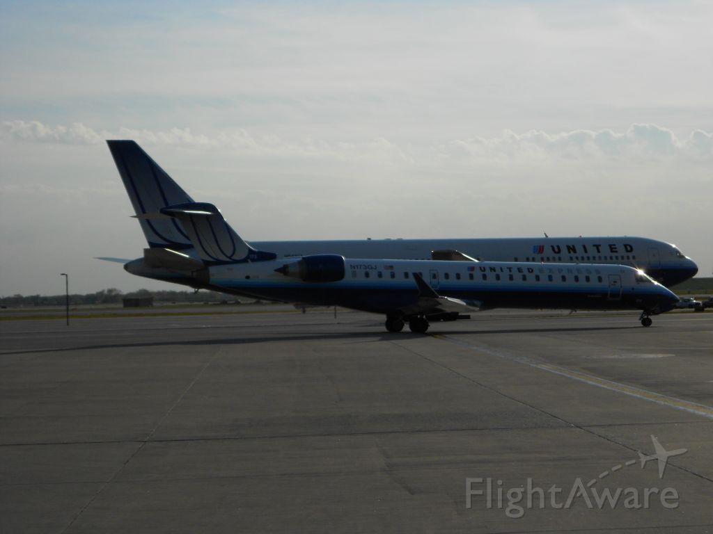 Canadair Regional Jet CRJ-700 (N173GJ) - CRJ-700 Vs. Boeing 767-300