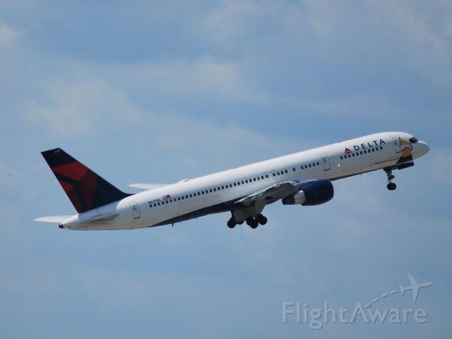 Boeing 757-200 (N6715C) - Departing runway 26L - 8/22/09
