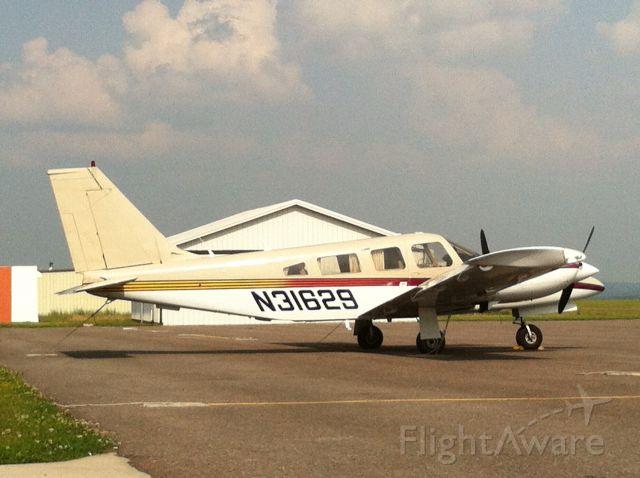 Piper Seneca (N31629) - Standing down at 2G4