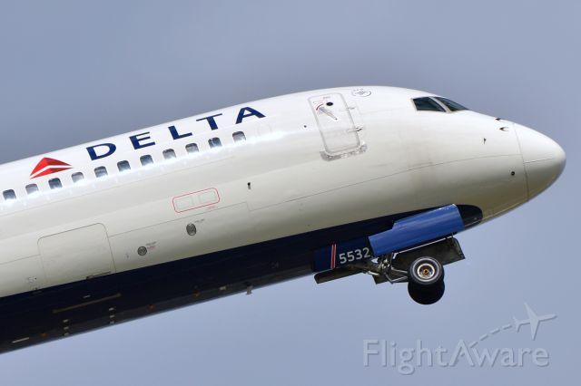 Boeing 757-200 (N532US)