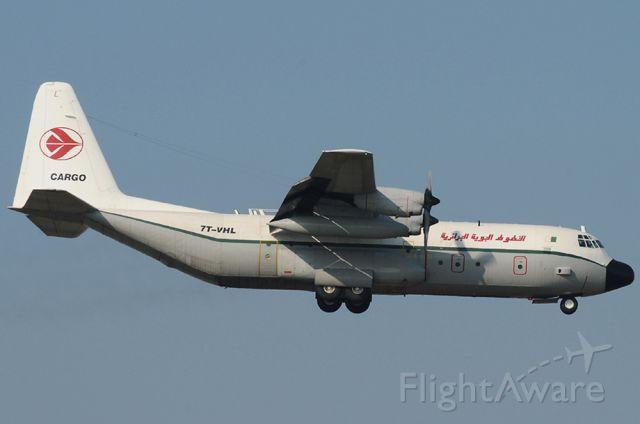 Lockheed C-130 Hercules (7T-VHL)