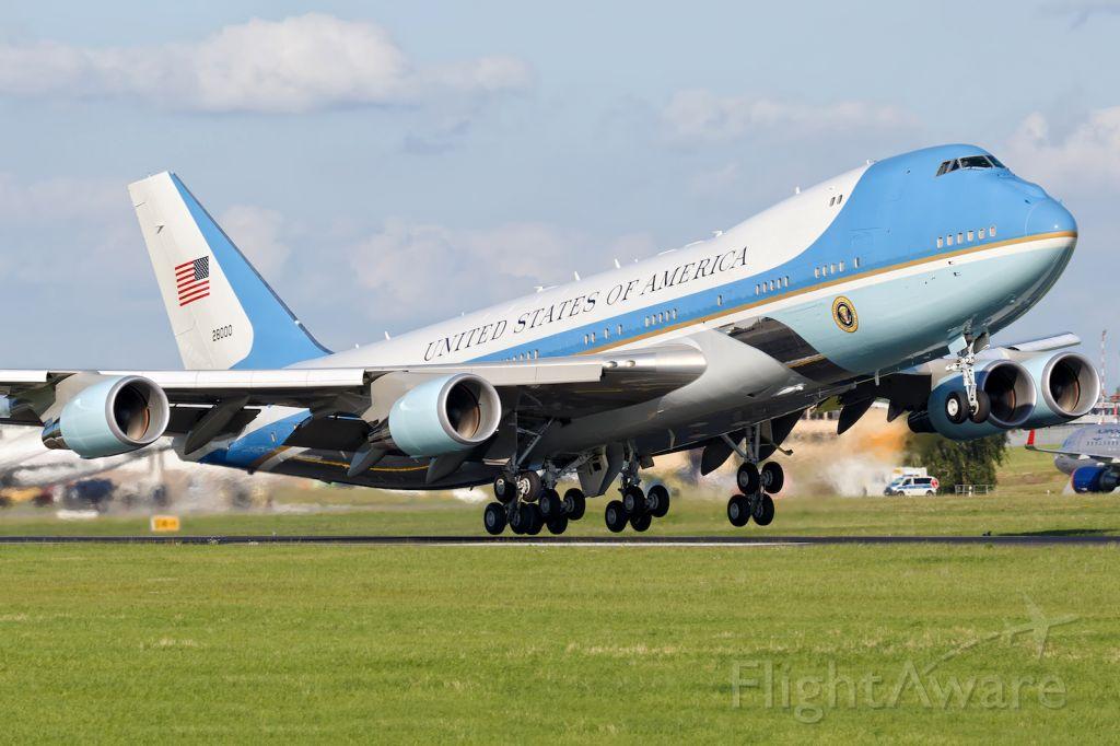 Boeing 747-200 (82-8000)
