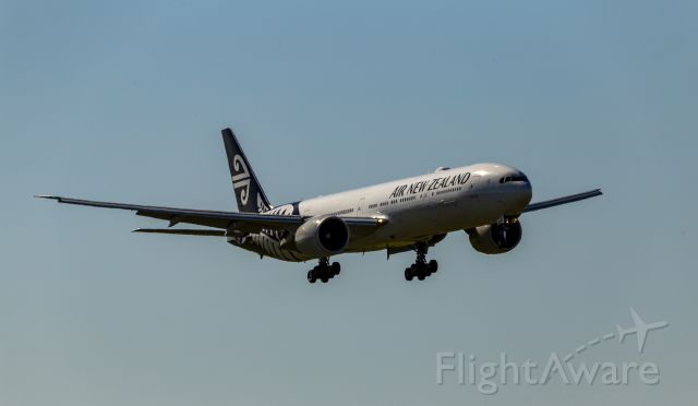 BOEING 777-300ER (ZK-OKO) - Coming into Brisbane.